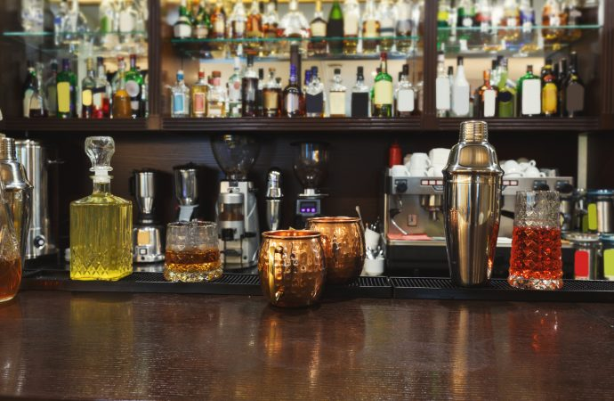 Top 4 Underrated Bar Drinks More People Should Try At Least Once