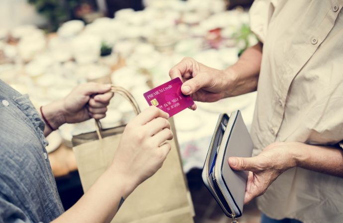 4 Ways to Save Money by Using a Credit Card