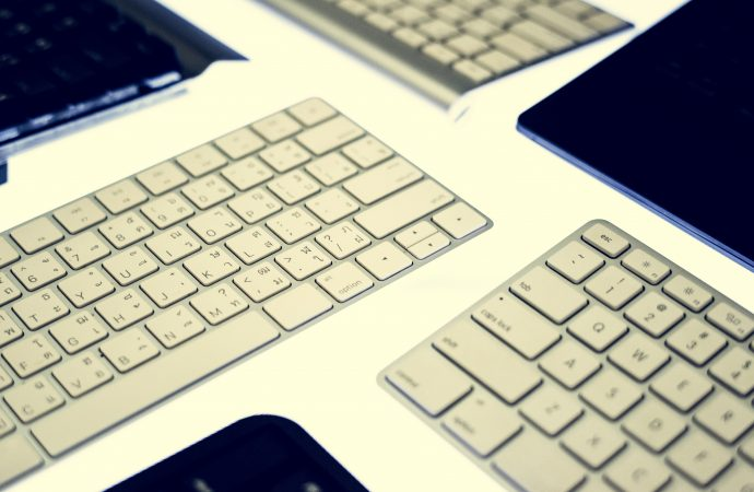 Top 4 Mechanical Keyboards For Old School Users